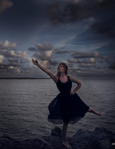 She dances by the sea